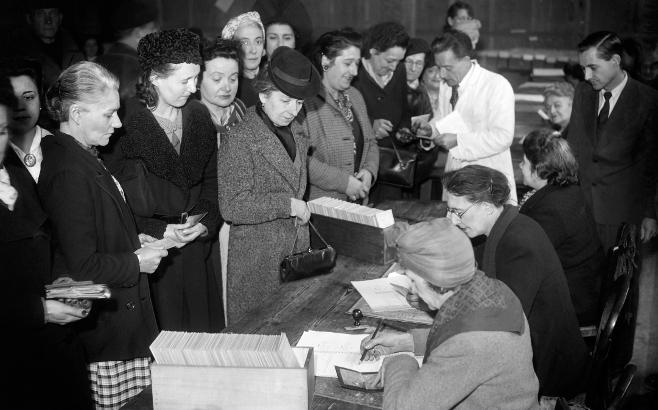 Les francaise au bureau de vote